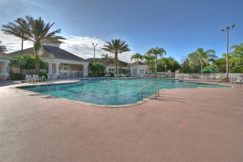 Windsor Palms Resort community pool, spa and kids paddling pool.